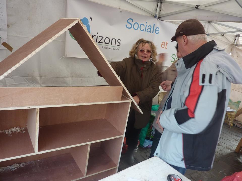Construction collaborative boîte à livre à la foire de Pont-Sainte-Maxence de 2016